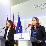 La consejera de Bienestar Social, Aurelia Sánchez, izquierda, junto a Cristina Gómez, actual presidenta de CERMI CLM. Archivo.