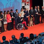 Foto de grupo de los premiados en el Día Mundial de la Cruz Roja y la Media Luna Roja junto a S.M. la Reina, doña Letizia Ortiz.