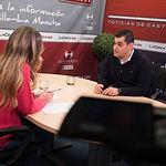 David Giménez, presidente de la APEHT, junto a la periodista Miriam Martínez.