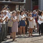 Numerosas personas se han concentrado hoy en la Plaza Mayor de Guadalajara para guardar cinco minutos de silencio.