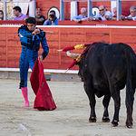 Primer toro de Cayetano Rivera en la Corrida banéfica de Asprona del 11 de junio de 2017