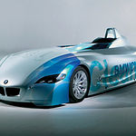 Algunas empresas contribuyen de manera fundamental en la mejora del medio ambiente, es el caso de los vehículos propulsados por hidrógeno. Foto prototipo de vehículo propulsado por hidrógeno de la empresa BMW.