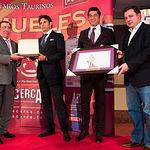 Entrega de la Mención de Reconocimiento Especial del Jurado, que ha tenido como destinataria a la empresa Taurino Manchega, regente de la Plaza de Toros de Albacete. Recogieron los premios los toreros y empresarios, Manuel Amador-Hijo y Manuel Caballero.