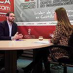 Sergio Gutiérrez, secretario de Organización del PSOE de Castilla-La Mancha y diputado nacional por Toledo, junto a la periodista Carmen García. Foto: Manuel Lozano Garcia / La Cerca