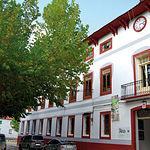 """Dentro del casco urbano de Riópar está el edificio de """"La Dirección"""". Eran las oficinas principales y la sede social. Es el edificio mejor conservado y alberga una tienda de antigüedades, una oficina de turismo rural y un restaurante."""