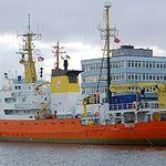 """Buque Aquarius. Foto: """"RaBoe/Wikipedia"""" - Licencia Creative Commons (CC) Manifestación del autor de que se indique: """"He publicado esta imagen como autor Ra Boe bajo el """"CC-BY-SA-3.0"""" en Wikipedia"""".  Enlace a imagen original: //commons.wikimedia.org/wiki/File:Aquarius_(Ship)_2010_scharf_138_(RaBoe).jpg."""