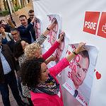 Pegada de carteles del PSOE en Albacete. Foto: Manuel Lozano Garcia / La Cerca