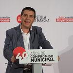 Santiago Cabañero durante el acto público de homenaje a los alcaldes, alcaldesas y concejales socialistas en conmemoración de 40 años de ayuntamientos democráticos.