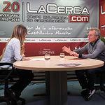 Javier Pérez Royo, catedrático de Derecho Constitucional en la Universidad de Sevilla, junto a la periodista Miriam Martínez
