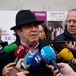 Juan Miguel Rodríguez, candidato al Senado por Unidas Podemos en Albacete, durante la tradicional Pegada de Carteles de las Elecciones Generales del 28A