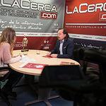 """Víctor Raúl López Ruiz, director de la III Semana Universitaria y Cervantina """"Querote"""" 2018, junto a la periodista Miriam Martínez."""