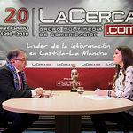 Fernando Mora, portavoz del Grupo Parlamentario Socialista en las Cortes de Castilla-La Mancha, junto a la periodista Carmen García. Foto: Manuel Lozano García / La Cerca