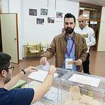 José Antonio Peñaranda, candidato número 3 de Unidas Podemos al Congreso, ejerciendo su derecho al Voto.