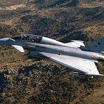 El avión que va a reemplazar al Mirage F-1 es el Eurofighter 2000 (en la foto), un avión de generación muy avanzada.
