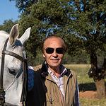 El ganadero Samuel Flores, en su finca El Palomar, en Povedilla (Albacete).