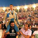 José María Manzanares a hombros en la Plaza de Toros de Albacete.