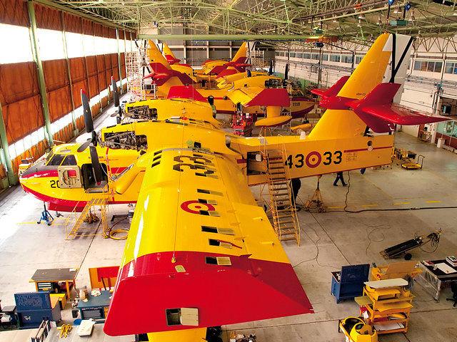 """La Maestranza Aérea de Albacete se ocupa, entre otros, del mantemimiento de las unidades UD-13, los """"apagafuegos""""."""
