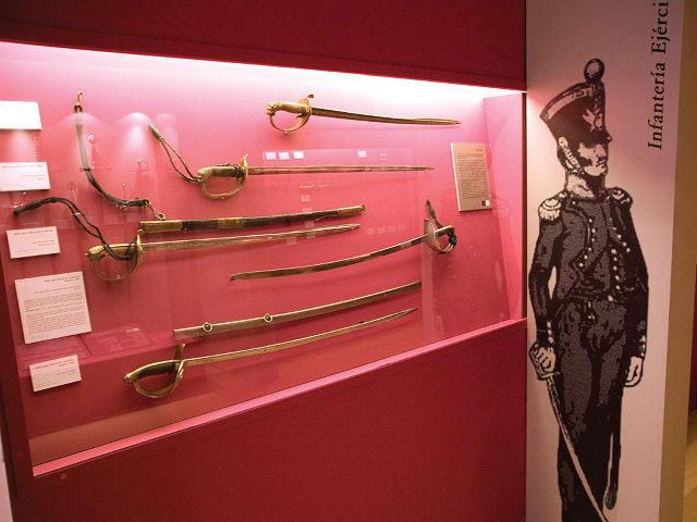 Exposición de espadas toledanas en el Museo de la Cuchillería de Albacete.