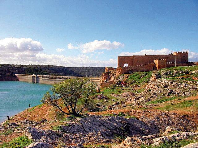 Embalse y castillo de Peñarroya.