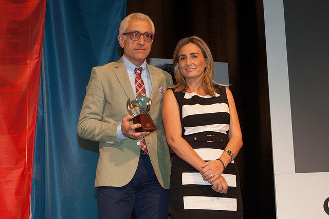 Manuel Lozano Serna, director del Grupo Multimedia de Comunicación La Cerca, junto a Milagros Tolón, alcaldesa de Toledo.