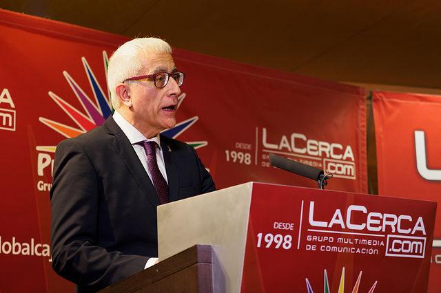 Manuel Lozano Serna, director del Grupo Multimedia de Comunicación La Cerca, durante la gala de entrega de los XI Premios Solidarios. Foto: Manuel Lozano García / La Cerca