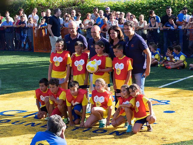 """La Fundación Cruyff, la Fundación Bancaria """"laCaixa"""" y la Fundación FC Barcelona inauguran un Cruyff Court en Fuentealbilla con Andrés Iniesta como embajador"""