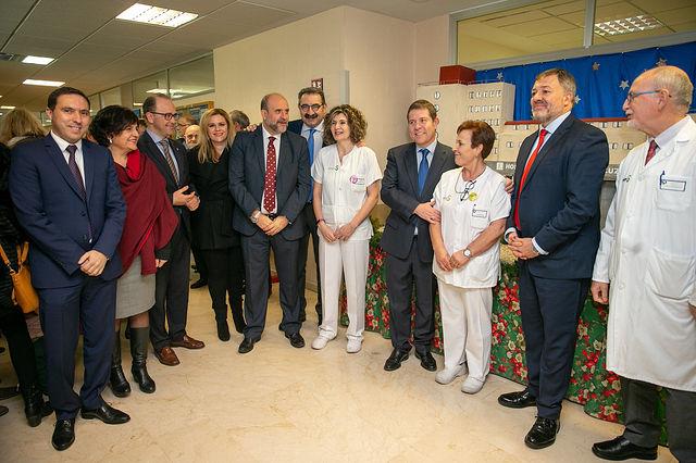 El presidente de Castilla-La Mancha, Emiliano García-Page, visita la Sala de Hemodinámica del Hospital Virgen de la Luz en Cuenca. (Fotos: A. Pérez Herrera // JCCM).
