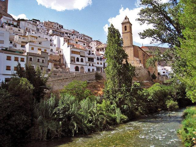 En el siglo XII Alcalá del Júcar fue fortaleza musulmana y formó parte de la línea defensiva contra los reyes cristianos.
