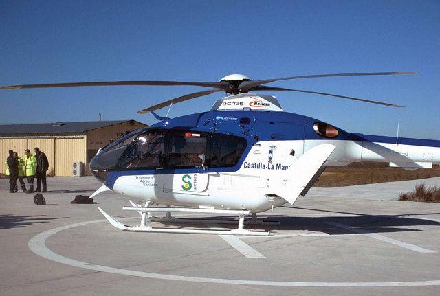 Helicóptero sanitario empleado por la Junta de Castilla-La Mancha fabricado por la empresa Eurocopter (modelo EC-135).