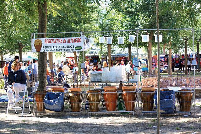 Es usual y característico ver en todas las ferias de España la venta de las famosas Berenjenas de Almagro.
