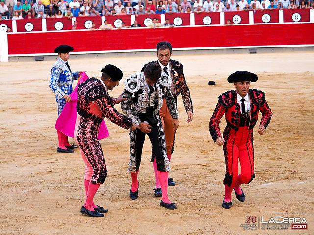 Miguel Tendero fue cogido muy aparatosamente por el segundo de su lote.