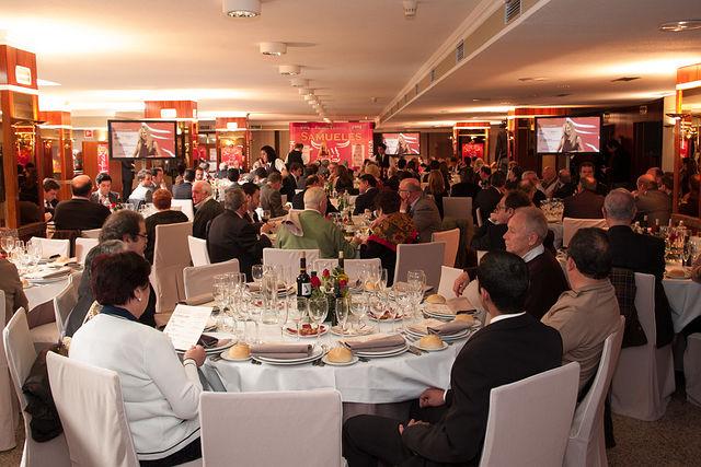 Lleno absoluto en el salón del Hotel Europa para ver la gala de entrega de los VIII Premios Taurinos Samueles. Cerca de 200 personas abarrotaron el salón y multitud de medios de comunicación dieron cumplida cuenta del acto.