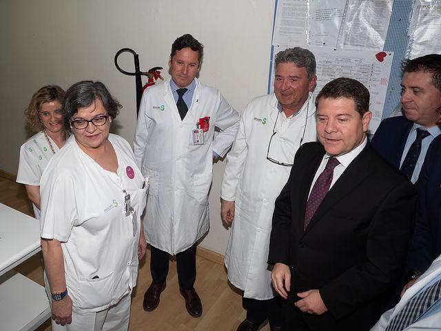Emiliano García-Page visita la Sala de Radiología Digital y la Unidad de Oncohematología del Hospital Universitario de Albacete