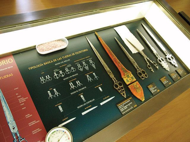El Museo de la Cuchillería conserva una espléndida colección de tijeras de escribanía.