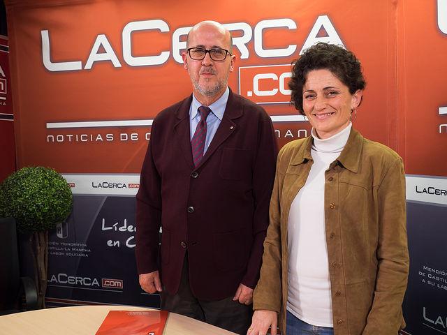 Francisco Pérez del Campo, presidente local de Cruz Roja en Albacete y Eva Callejas, coordinadora provincial de Cruz Roja en Albacete.