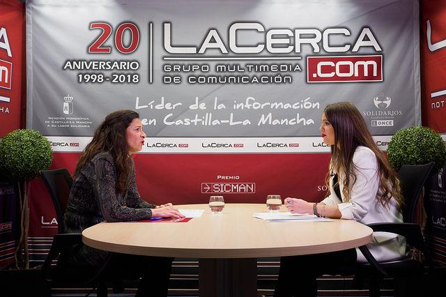 Raquel Ruiz, diputada provincial de Turismo en la Diputación de Albacete, junto a la periodista Carmen García. Foto: Manuel Lozano García / La Cerca