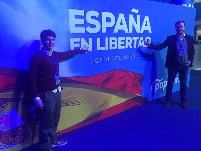 Antonio Martínez Iniesta con el Presidente nacional de NNGG, Diego Gago.