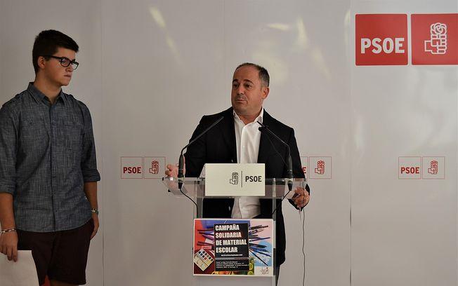 El secretario general de la Agrupación Municipal del PSOE de Albacete, Emilio Sáez, junto al secretario de Educación de Juventudes Socialistas, Diego Aroca.