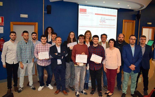 Francisco Navarro participa en la entrega de diplomas del concurso Hack for Albacity.