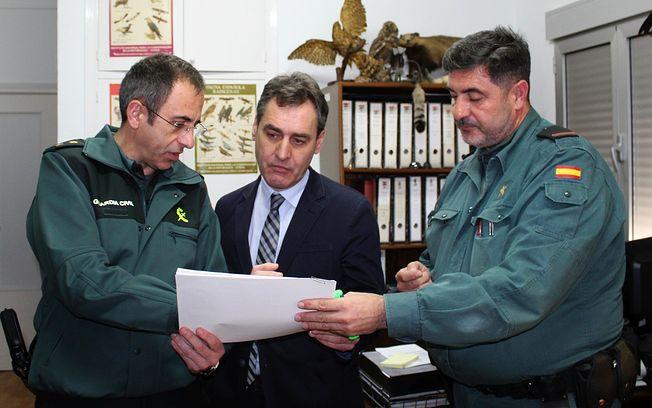 Tierraseca visita la Comandancia de la Guardia Civil de Almansa.