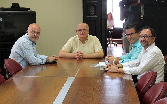 Reunión del delegado provincial de la JCCM en Albacete, Pedro Antonio Ruiz Santos, con representantes de APRECU.