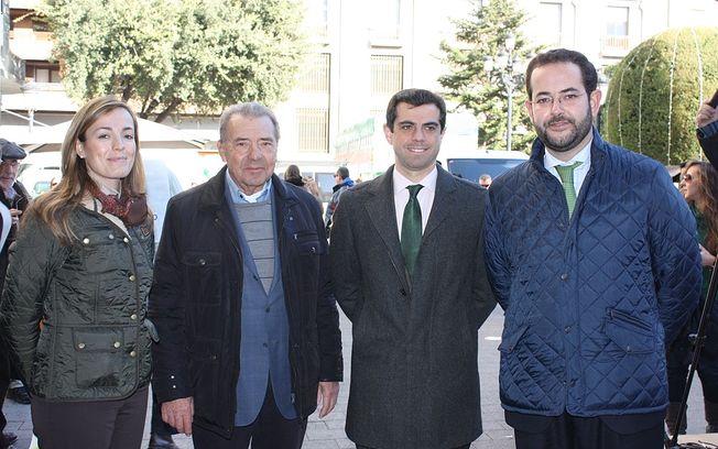 Durante la jornada Divar ha estado acompañado por el delegado de la Junta, Javier Cuenca, por Carmen Navarro Lacoba, coordinadora de los Servicios Periféricos de la Consejería de Sanidad y Asuntos Sociales de Castilla-La Mancha, y por el presidente del Banco de Alimentos, José Antonio García