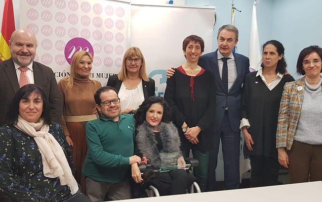 El CERMI premia a la exsenadora castellanomanchega Virginia Felipe como ejemplo del aumento de la presencia de mujeres con discapacidad en la vida política.