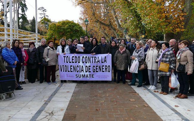 Concentración mensual contra la violencia de género en Toledo.