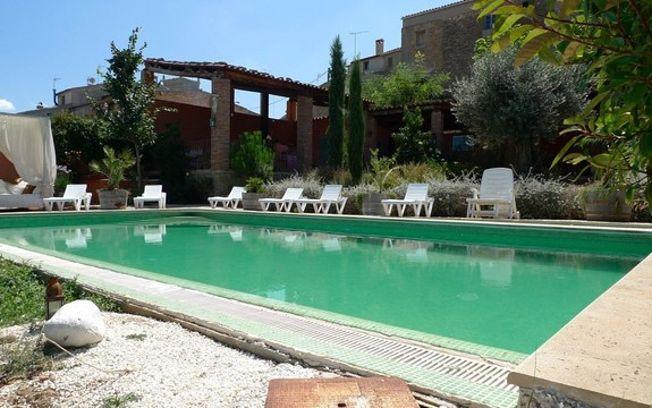 En verano el turismo rural da ventaja a los alojamientos for Alojamiento con piscina