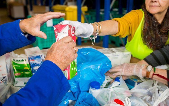 'la Caixa' y el Banco de Alimentos de C-LM impulsan una gran recogida de leche para combatir la pobreza alimentaria