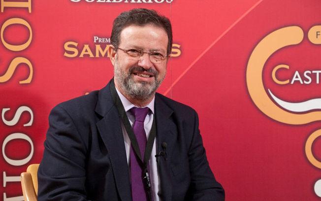 Nemesio de Lara, presidente de la Diputación de Ciudad Real y de FENAVIN, en una de las pasadas ediciones de esta última.