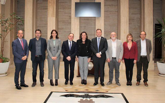Reunión de Vicente Casañ, y la consejera de Economía, Patricia Franco.
