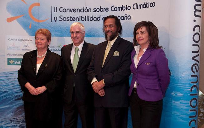 De derecha a Izquierda: Carmen Oliver, alcaldesa de Albacete, Rajendra Pachauri, el presidente de C-LM, José María Barreda, y Gro Harlem Brundlant.