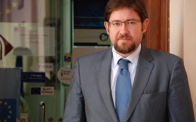 Es autor de numerosas publicaciones relacionadas con el derecho de la Unión Europea.